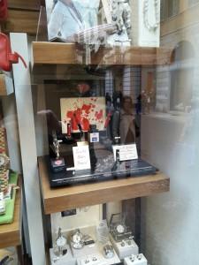 Lo Scrittoio di Verona - Aurora Optima Rossa in vetrina